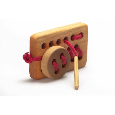 Medinis žaidimas su kištuku