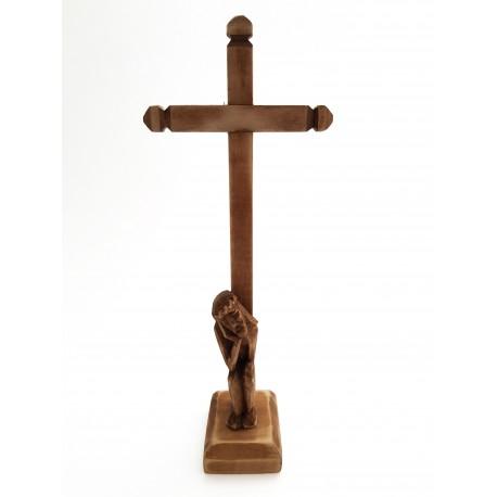 Medinis stovintis kryžius