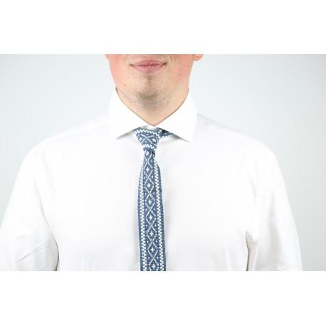 Kaklaraištis su tautiniais raštais