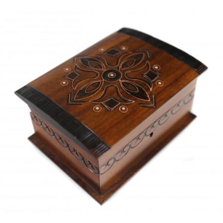 Medinė dėžutė su užraktu