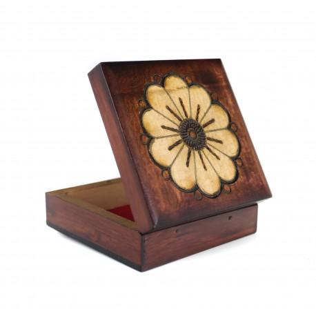 Medinė dėžė