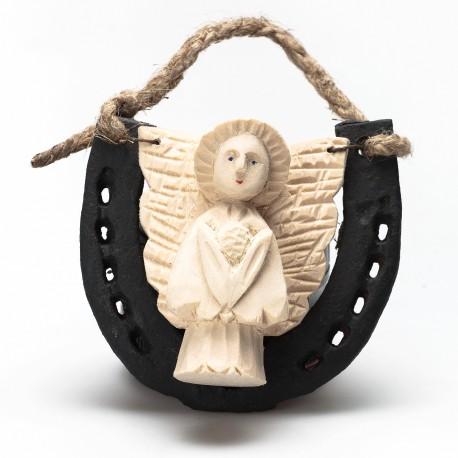 Metalinė pasaga su medine angelo figūrėle